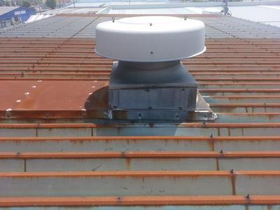 新潟県三条市の屋根外壁塗装リフォーム専門店遠藤組 折板屋根カバー工事の下見に来ています。