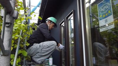 新潟県三条市の屋根外壁塗装リフォーム専門店遠藤組 外壁工事でサッシ廻りコーキング打ち