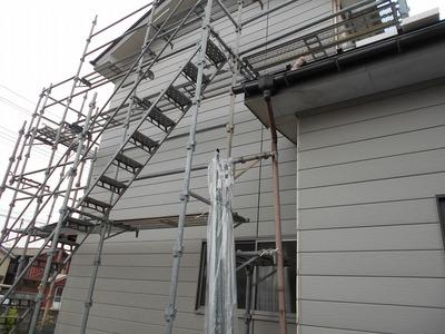 新潟県三条市の屋根外壁塗装リフォーム専門店遠藤組 外壁金属サイディング張りとコーキング打ち作業