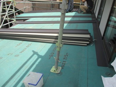 新潟県三条市の屋根外壁塗装リフォーム専門店遠藤組 立平ロック屋根の施工