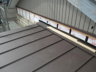 新潟県三条市の屋根外壁塗装リフォーム専門店遠藤組 立平ロック屋根