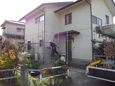 新潟三条屋根外壁塗装リフォーム専門店《遠藤組》足場掛かりました。