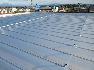 燕市折板屋根リフォーム工事 カバー工法で経済的。