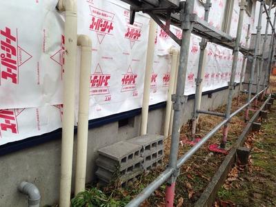 新潟県三条市屋根外壁リフォーム専門店《遠藤組》通気シート貼り、土台水切り取り付け
