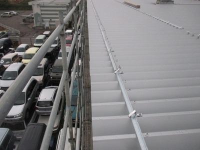 新潟県三条市の屋根外壁塗装リフォーム専門店 遠藤組 折板カバー工事雪止、ルーフファン廻雨仕舞