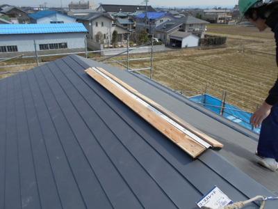 新潟県燕三条(県央)の屋根外壁塗装リフォーム専門店 遠藤組 ガルバリウム鋼板屋根(換気棟付き)