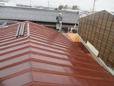 新潟県三条市の屋根外壁塗装リフォーム専門店遠藤組 屋根カバー工事 ガルバリウム鋼板でカバー