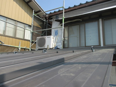 新潟県三条市の屋根外壁塗装リフォーム専門店遠藤組 立平ロック屋根材