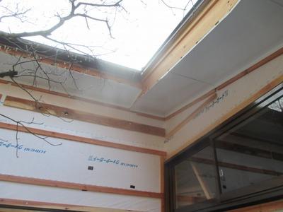 新潟県三条市の屋根外壁塗装リフォーム専門店遠藤組 軒裏カラーガルバリウム鋼板を張っています。