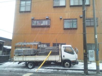 新潟県三条市の屋根外壁リフォーム専門店《遠藤組》三条市T様邸足場掛け作業開始