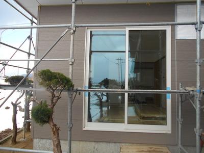 新潟県三条市の屋根外壁塗装リフォーム専門店遠藤組 金属サイディング張り、サッシ廻りコーキング