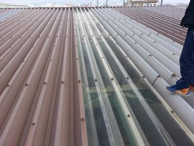 新潟県三条市の屋根外壁塗装リフォーム専門店 ポリカ折板屋根から雨漏り
