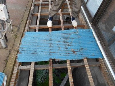 新潟県三条市の屋根外壁塗装リフォーム専門店遠藤組 波板屋根カラーGLの葺き替え