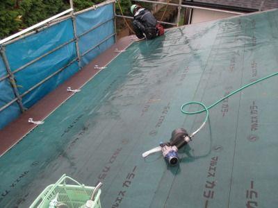 新潟県三条市の屋根外壁塗装リフォーム専門店遠藤組 横葺カラーGL葺き作業