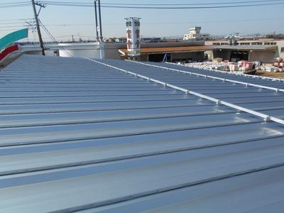 新潟県三条市の屋根外壁塗装リフォーム専門店遠藤組 倉庫屋根カバー工事中