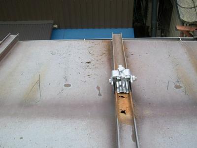 新潟県三条市のリフォーム現場 屋根雪止めアングル、金具の交換と屋根修理