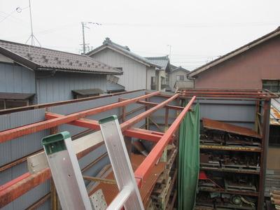 新潟県三条市の屋根外壁リフォーム専門店遠藤組 波板ガルバリウム鋼板で屋根葺き