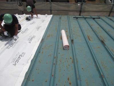 新潟県三条市の屋根外壁塗装リフォーム専門店遠藤組 屋根カバー工事開始