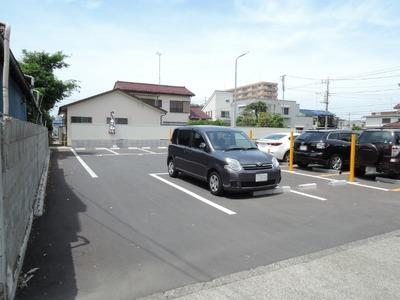 伝説のすた丼屋八王子東浅川店 駐車場