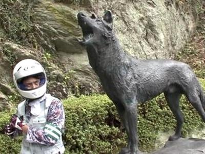 056ニホンオオカミ像