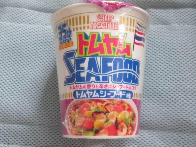 》実食《 「カップヌードル トムヤムシーフード味ビッグ」(※別添ペーストの香りがタイ!)