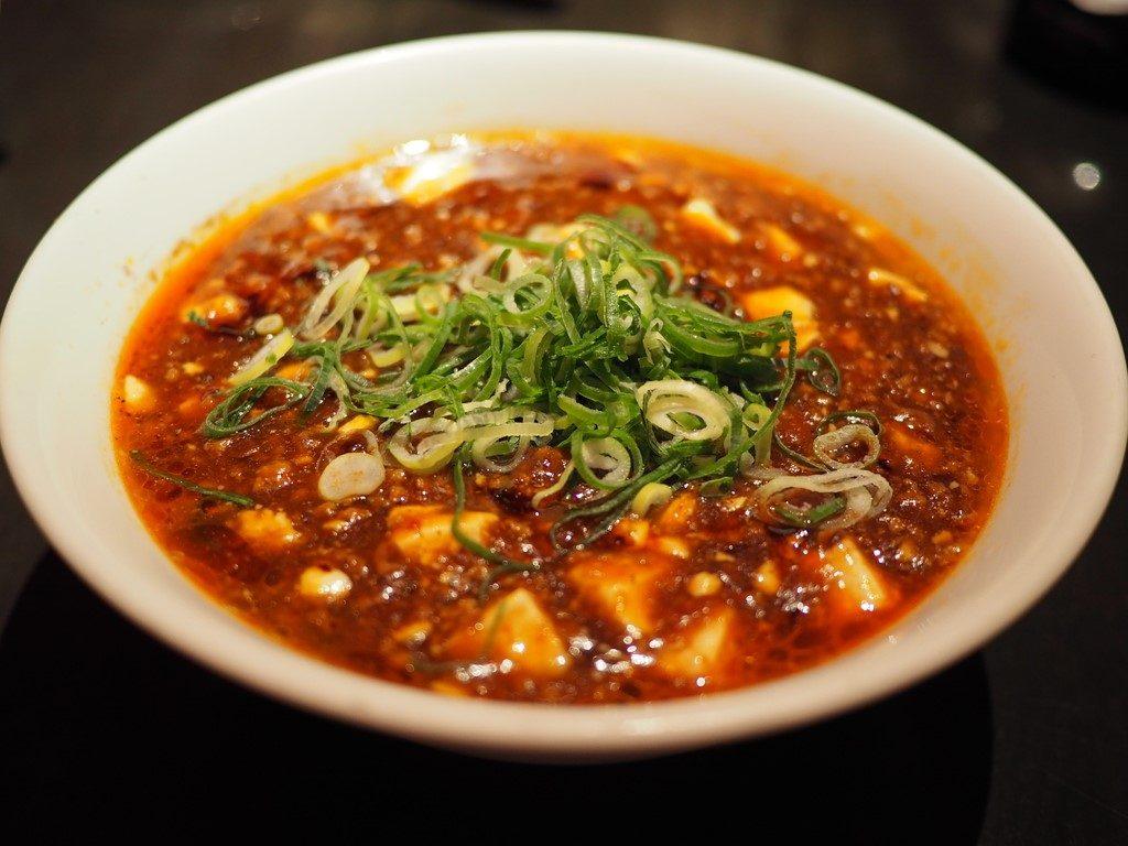 行列ができる大人気中華の麻婆麺と土鍋麻婆飯は一度食べたら間違いなく病みつきになるほど感動的な美味しさです! 梅田 「民生 ヒルトンプラザ ウエスト店」