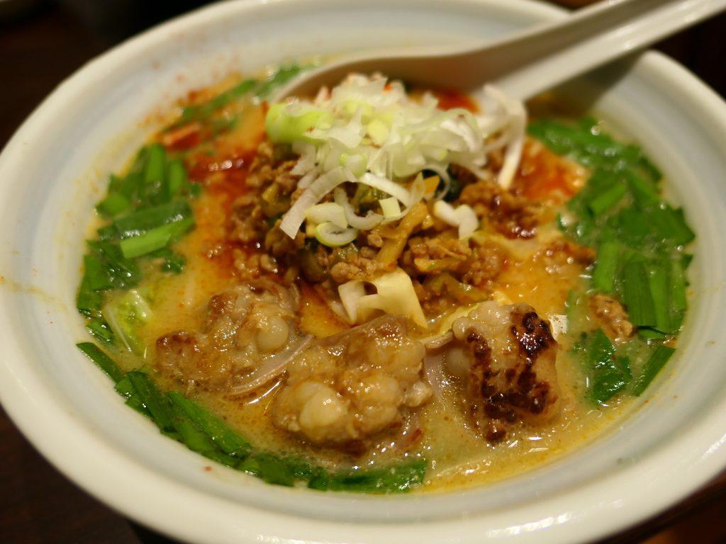 新登場の台湾もつラーメンはスープもホルモンも感動的に旨いです! 梅田 「らーめん つけ麺 かんじん堂 フコクフォレストスクエア店」