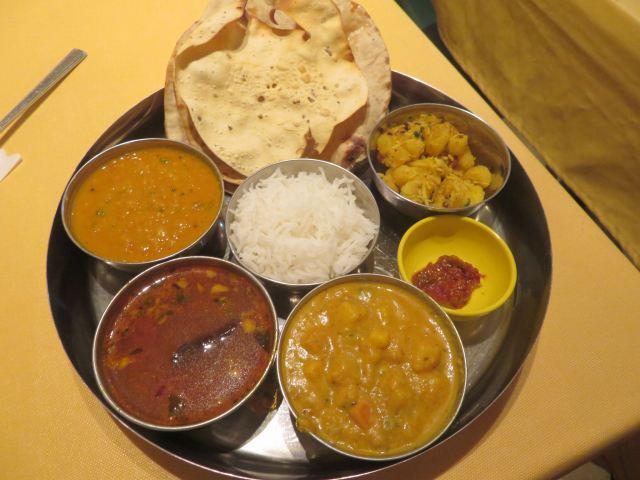 》3食め《 インド料理「アムダスラビー東日本橋店」で「サウスインディアンターリー」を頼んだが~?