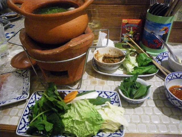 19年11月8日深夜「孤独のグルメSeason8 6話」はタイ料理「ローストポークのサラダ(ナムトック・ムー)とチムチュム(イサーンのタイハーブ鍋) 」)