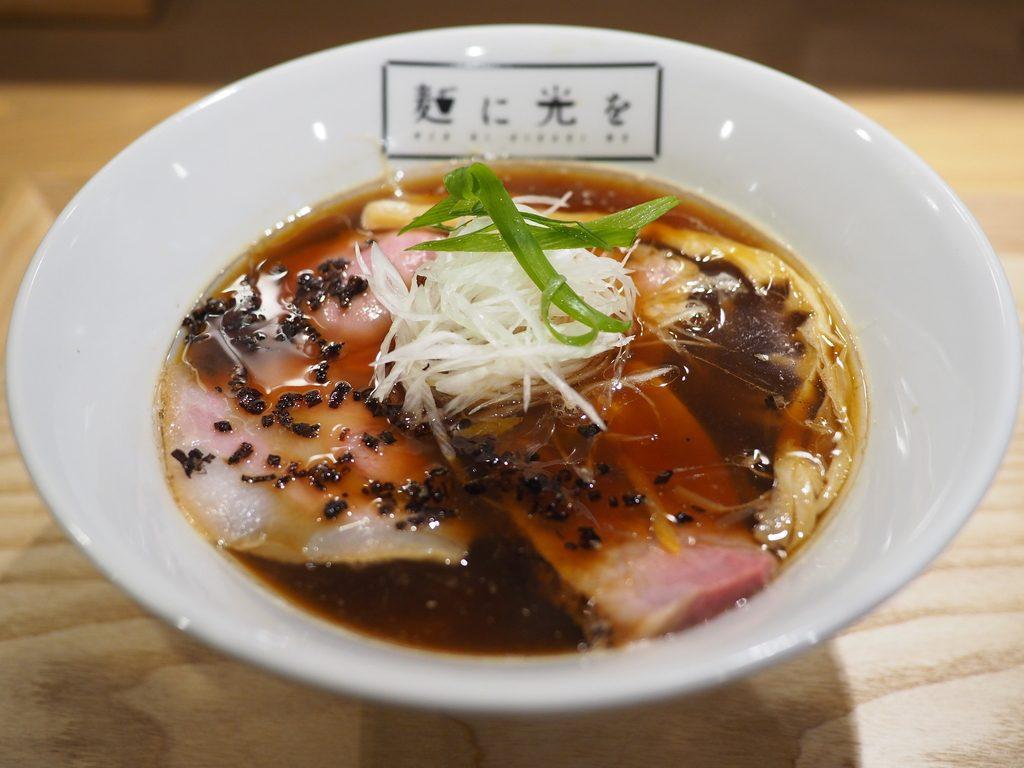 京鴨と魚介のWスープが思わず唸ってしまうほど旨い完成度の高いラーメンがいただけます! 西心斎橋 「麺に光を」