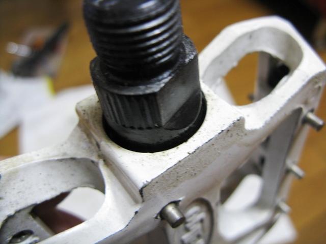 ... 自転車作り> 白いペダル