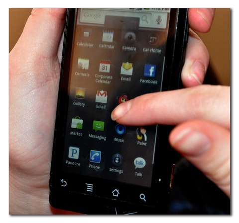 droid-apps-cell-phone
