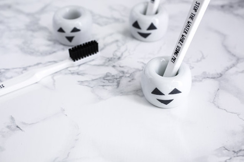 MUJIの歯ブラシスタンドをハロウィン仕様に