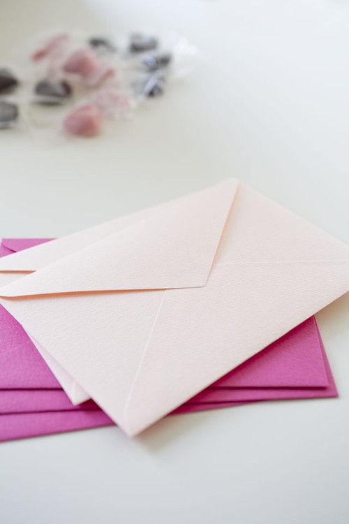 義理チョコ、友チョコにも使えます! ピンク封筒でラッピング♡