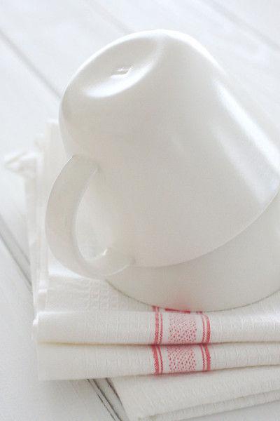 半磁器の白いカップです。