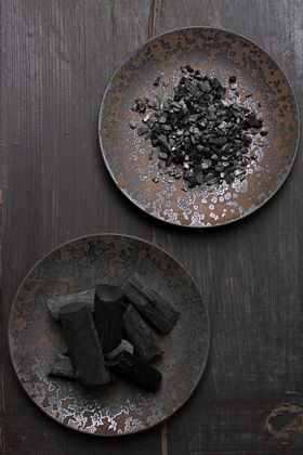 炭のパワーで脱臭・除湿