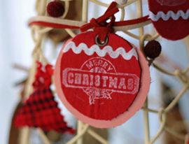 皮のオーナメントでデコるクリスマスツリー