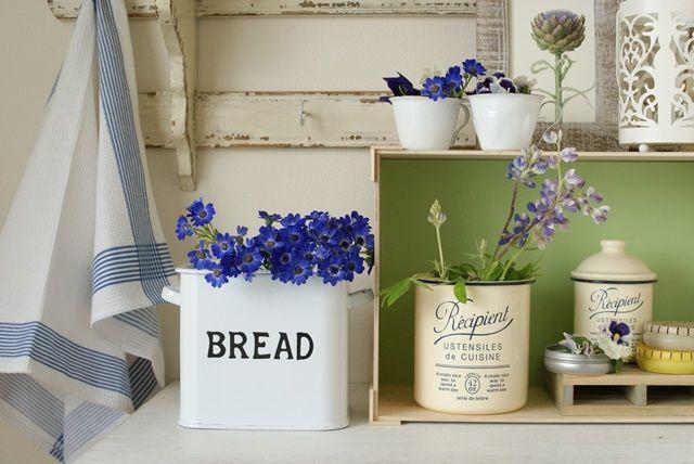 ふだん使いのキッチン雑貨に、可愛いお花を飾ってみたら…