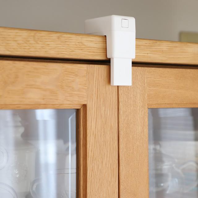 【食器棚の地震対策】後付けでも安心!「食器棚用耐震ロック」