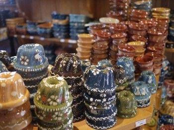 スフレンハイムはクグロフ型でも有名です。 アルザス地方では、色とりどりのクグロフ型もあります。