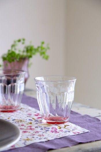 グレイッシュな器が多いと 地味な印象のテーブルになりがちなので、 ガラスのキラキラ感と ベリーカラーで初夏らしさを忘れずに・・・・・・^^