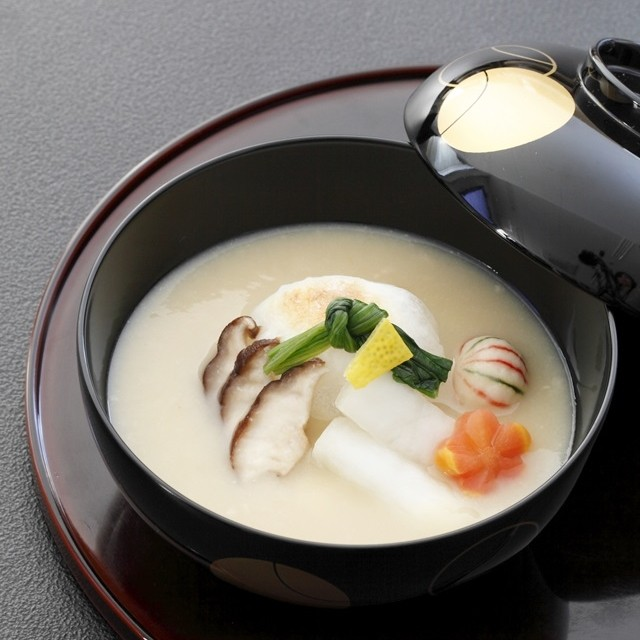 お雑煮を彩りよく盛りつけるコツつき 白味噌のお雑煮レシピ