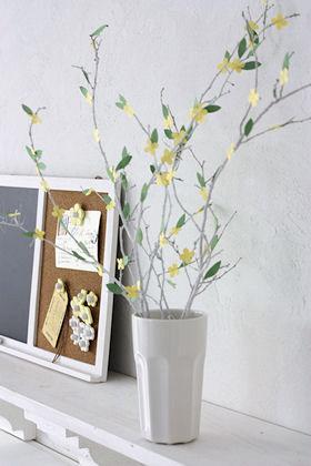 切り紙の花で枝ものインテリア
