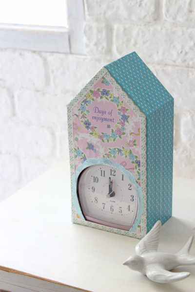 置くだけでお部屋が華やかに♪ 花柄『Birdhouse clock』