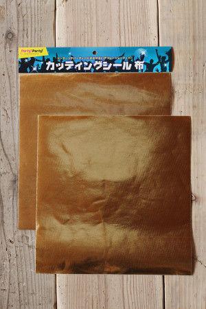 今回は100円ショップの パーティーグッズコーナーで見つけた カッティングシールを使いました。