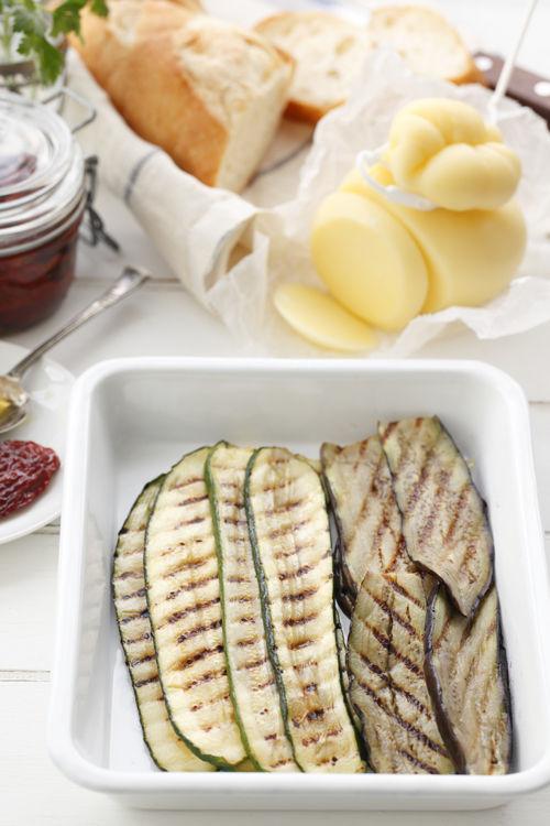 カチョカバッロとグリル野菜のオープンサンド