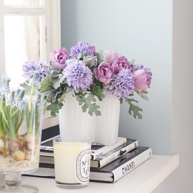 【春の花色配色】淡いパープル、水色×シルバー 球根つきの花の飾り方のポイント