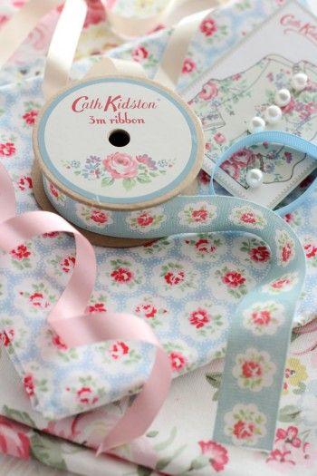 クリーニングハンガーを「キャス・キッドソン」の布で可愛くリメイク