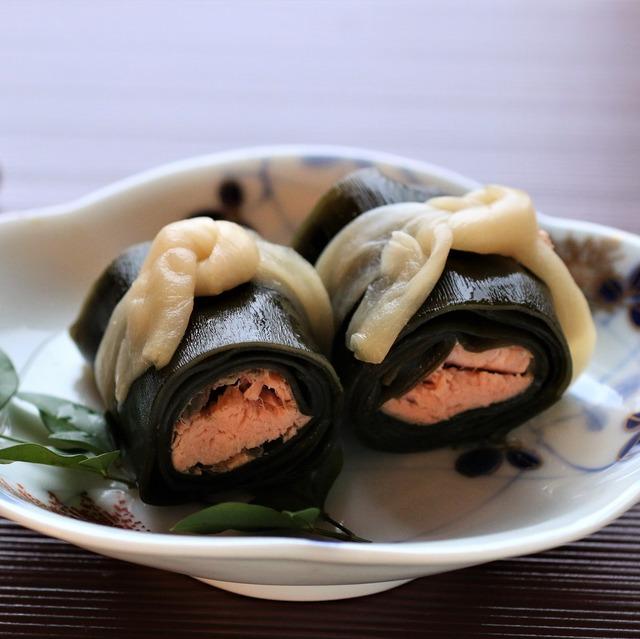 【簡単お節料理】冷凍OK! 子どもも食べやすいサーモン昆布巻きの作り方