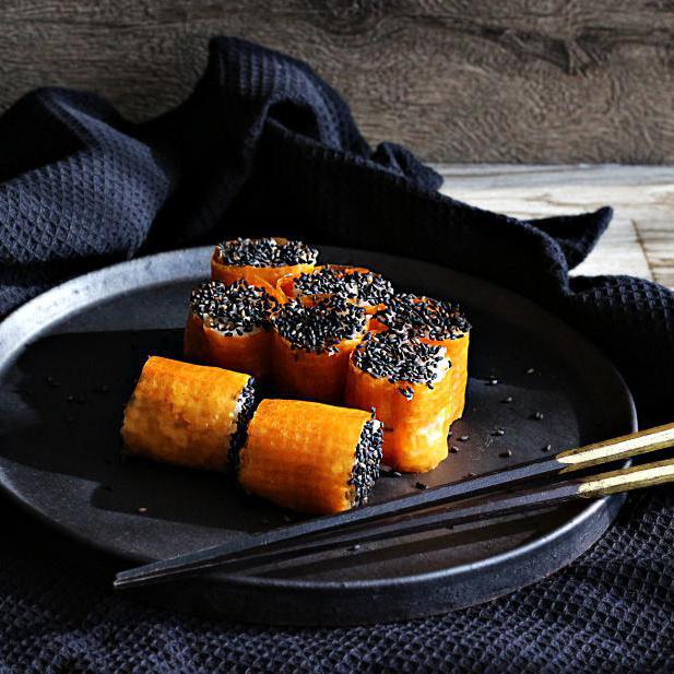 オレンジ×ブラックの食材で作る「ハロウィンの野菜寿司」